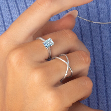 Ring with Aquamarine in 10kt White Gold