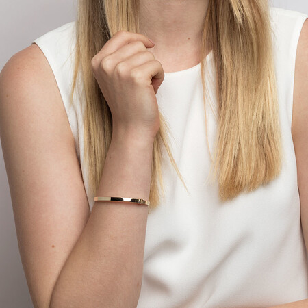 Hinged Bangle in 10kt Yellow Gold