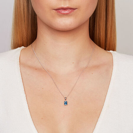 Pendant with Blue Topaz & Diamonds in 10kt White Gold