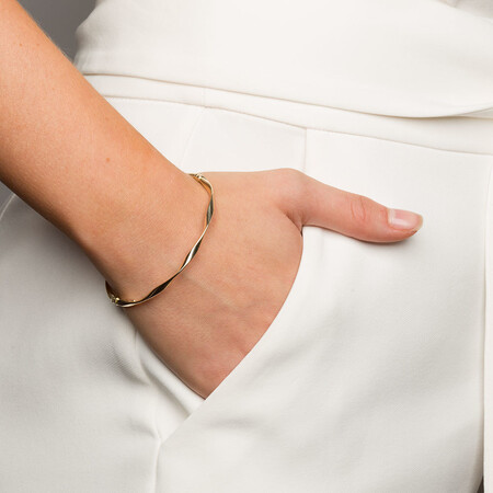 Oval Bangle in 10kt Yellow Gold