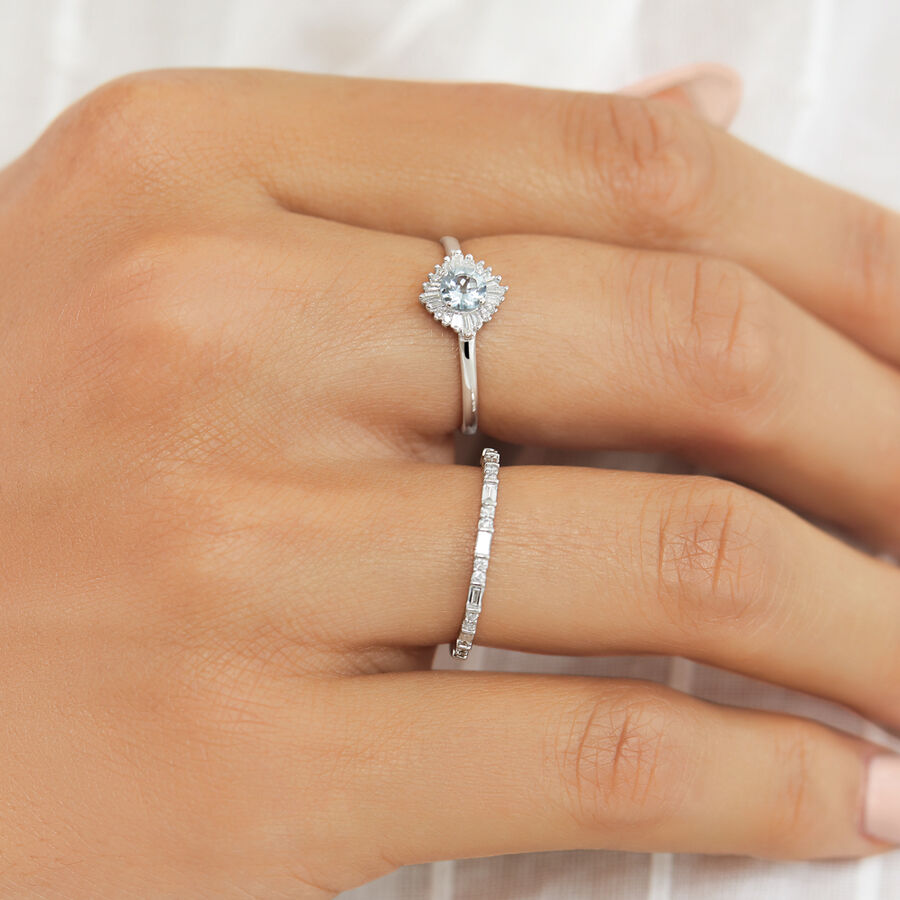 Ring with Aquamarine & Diamonds in 10kt White Gold