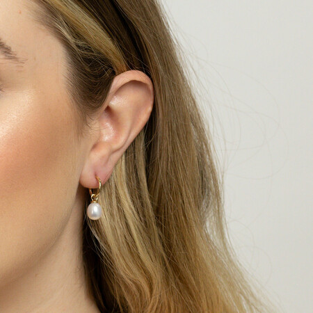 Hoop Earrings with Cultured Freshwater Pearls in 10kt Yellow Gold