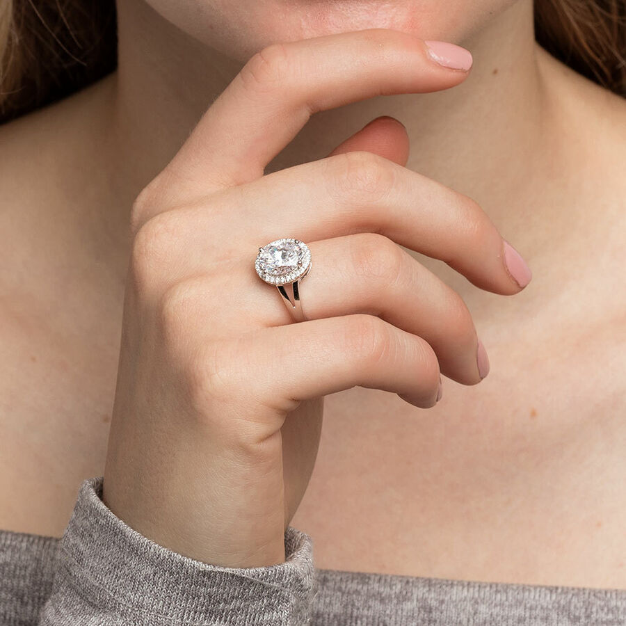 Ring with Cubic Zirconia in Sterling Silver