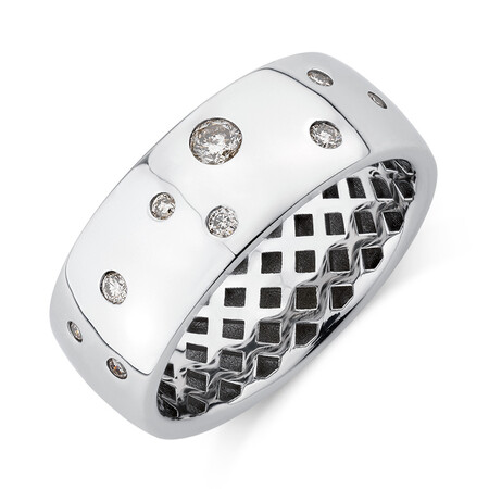 Hammer Set Barrel Ring with 0.20 Carat TW of Diamonds in 10kt White Gold