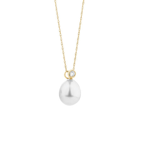 Pendant with Cultured Freshwater Pearl & Diamonds in 10kt Yellow Gold