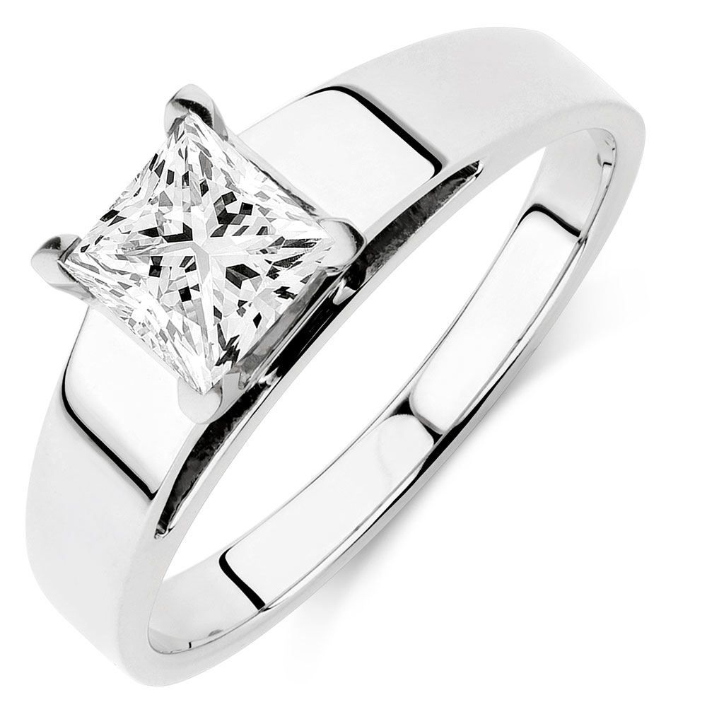 jewellery gold in engagement carat white with ring diamond solitaire a